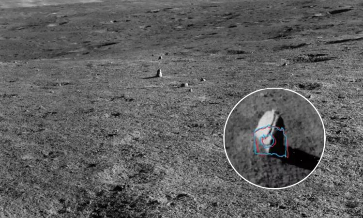 Robot Thỏ Ngọc 2 phát hiện khối đá kỳ lạ trên Mặt Trăng. Ảnh: CNSA.