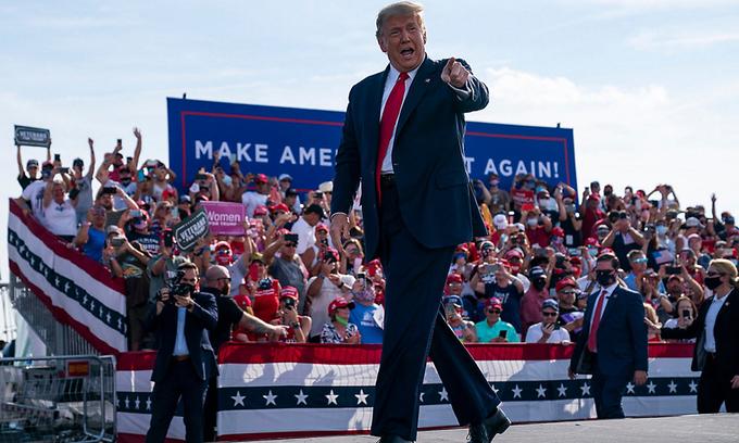 Cựu tổng thống Trump tại sự kiện vận động tranh cử ở Florida hồi tháng 10/2020. Ảnh: AP.