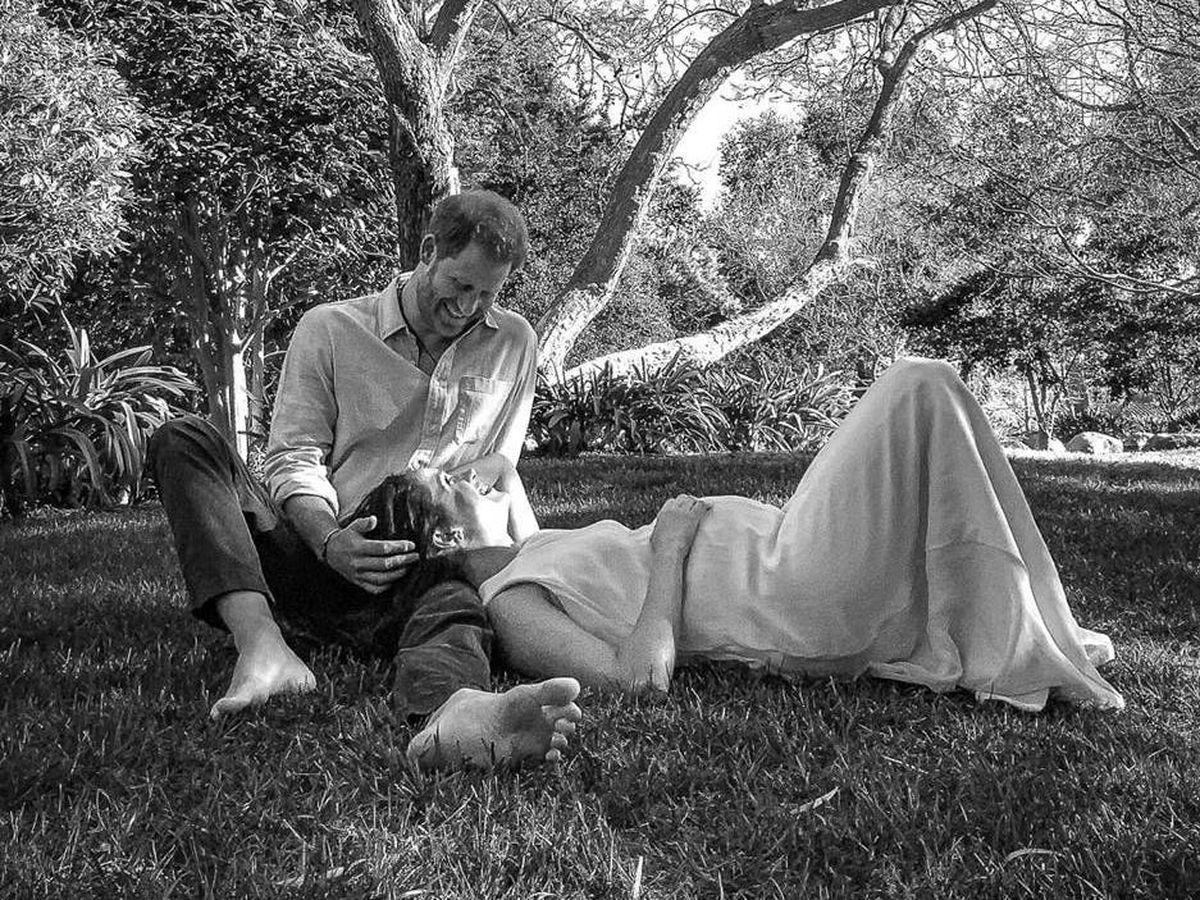 Hoàng tử Harry và Meghan trong bức ảnh chia sẻ thông tin đang chờ đợi đứa con thứ hai. Ảnh: PA