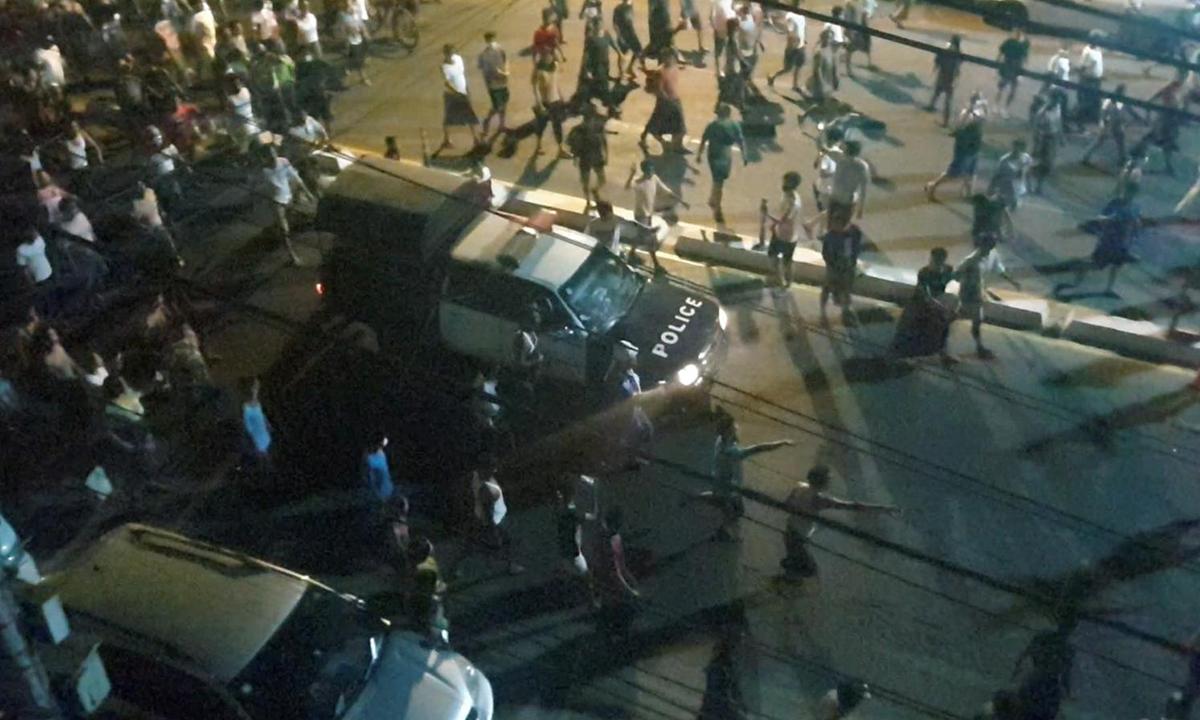 Người biểu tình bao vây một xe cảnh sát tại Yangon, Myanmar, hôm 12/2. Ảnh: Reuters.