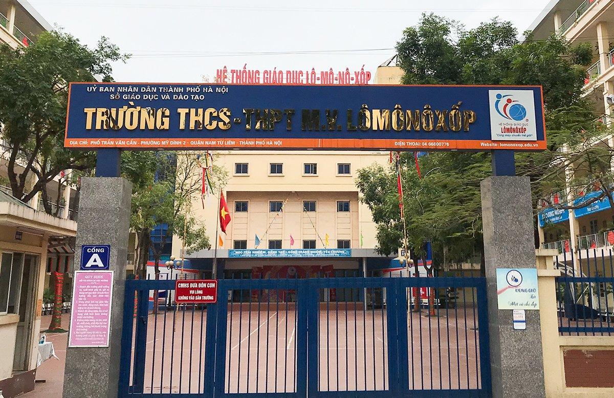 Trường THCS-THPT Lomonoxop, quận Nam Từ Liêm, Hà Nội, trong sáng 17/2 khi học sinh dừng đến trường. Ảnh: Dương Tâm.