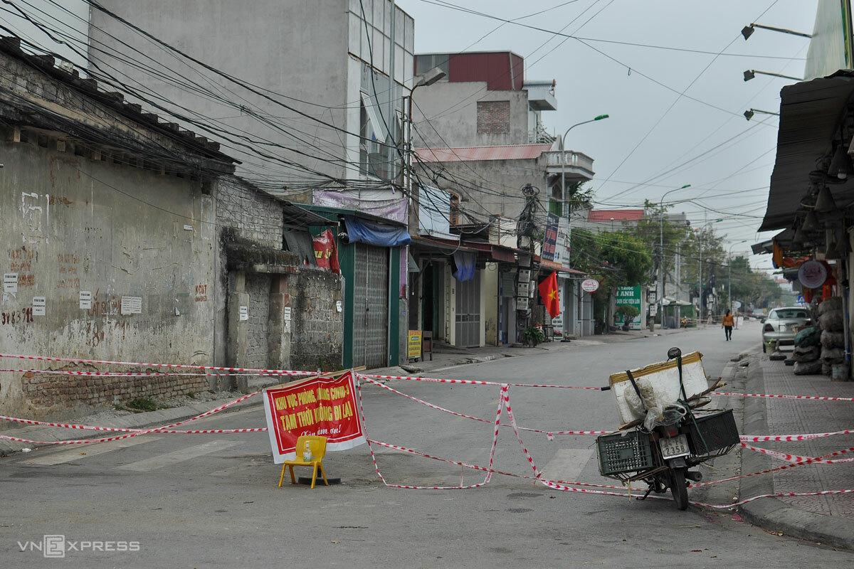 Một khu dân cư có ca dương tính Covid-19 bị phong tỏa ở TP Chí Linh - ổ dịch lớn nhất Hải Dương với 287 ca nhiễm. Ảnh: Hà Bi