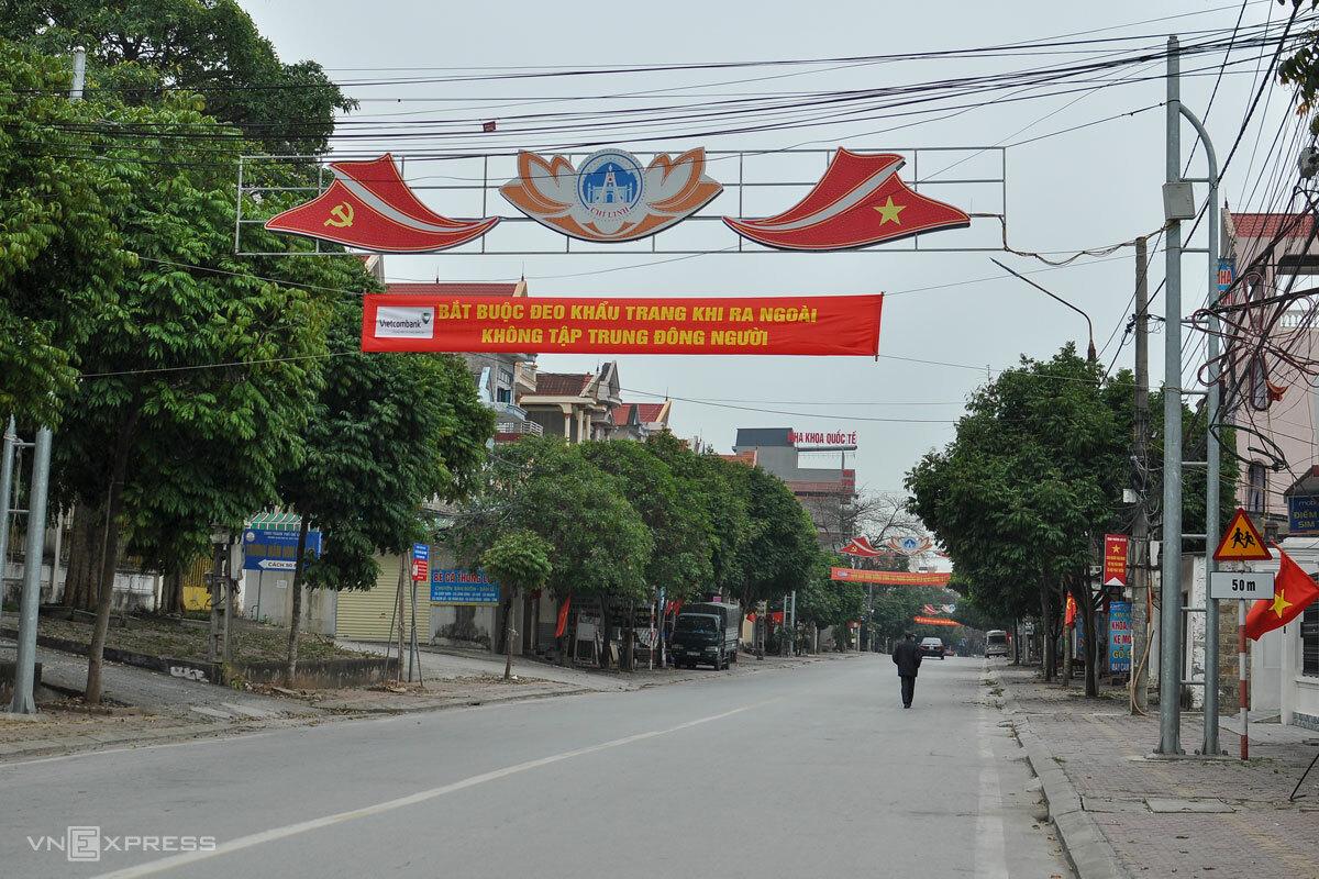 TP Chí Linh (Hải Dương) vắng vẻ trong ngày đầu nối tiếp cách ly xã hội. Ảnh: Hà Bi