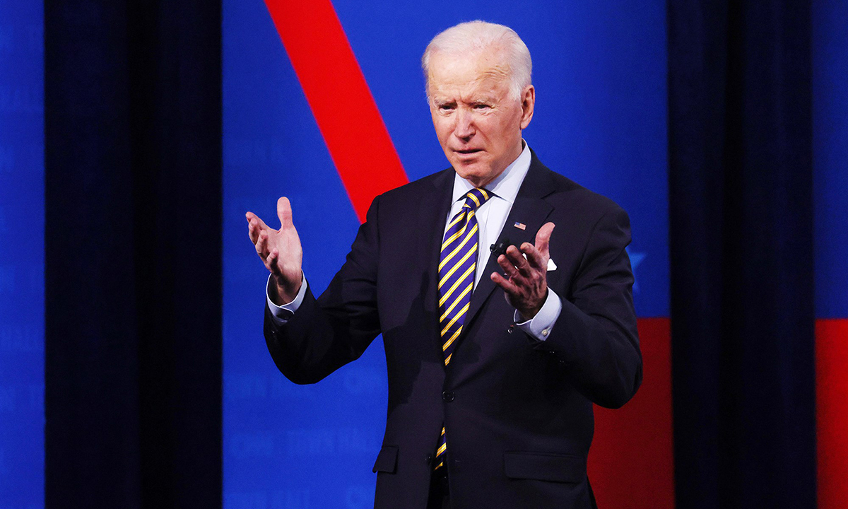 Tổng thống Joe Biden trong buổi giao lưu với cử tri tại thành phố Milwaukee, bang Wisconsin tối 16/2. Ảnh: Reuters.