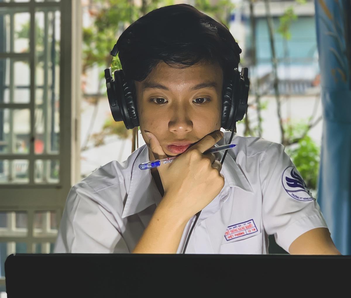 Võ Việt Phương trong buổi học online ngày 18/2. Ảnh: Lê Nam.