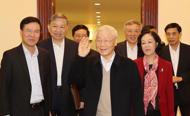 Tổng Bí thư, Chủ tịch nước Nguyễn Phú Trọng và các Uỷ viên Bộ Chính trị, Ban Bí thư đến dự phiên họp. Ảnh: TTXVN