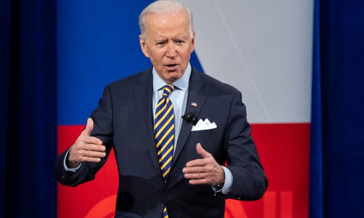 Tổng thống Mỹ Joe Biden phát biểu tại Milwaukee, Wisconsin, hôm 16/2. Ảnh: AFP.