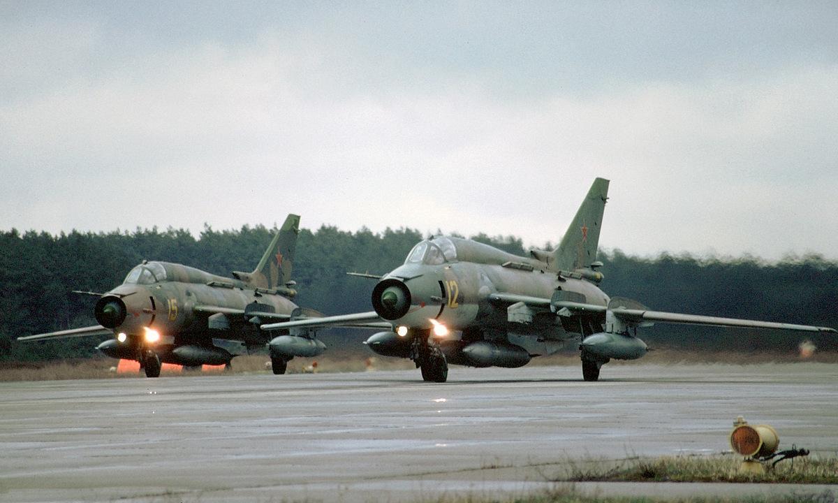 El escuadrón Su-17M4 trajo un tanque de aceite adicional en 1994 para regresar a Rusia.  Foto: Rob Schlifert.