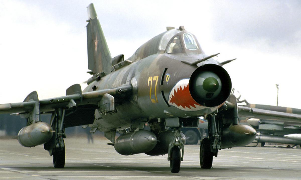 Bombardero soviético Su-17M4 en el aeropuerto Gross-Doln de Alemania Oriental.  Foto: Rob Schlifert.