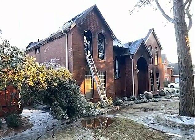 Ngôi nhà bị cháy ở Sugar Land, Texas ngày 16/2. Ảnh: KTRK.