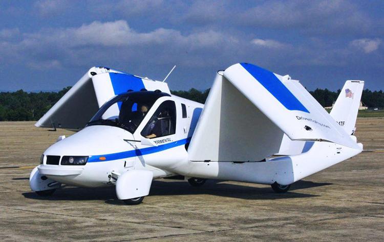 Sải cánh của phương tiện bay Terrafugia có thể gấp gọn và mở rộng. Ảnh: Terrafugia.