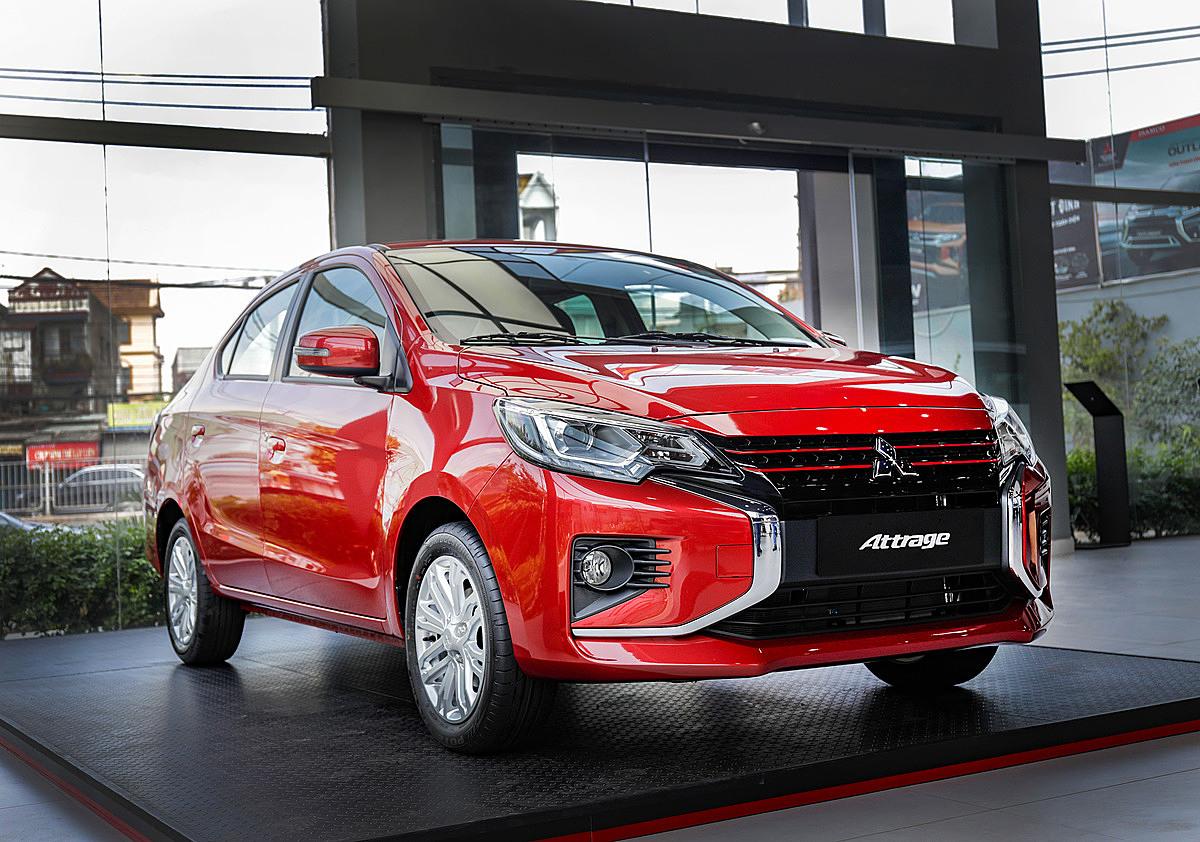 Attrage CVT Premium tại đại lý ở Hà Nội. Ảnh: Mitsubishi