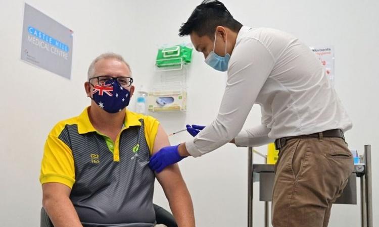 Thủ tướng Australia Scott Morrison được tiêm vaccine Covid-19 tại Sydney ngày 21/2. Ảnh: AFP.