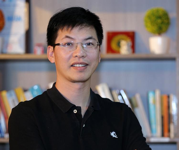TS Trần Việt Hùng sáng lập dự án STEAM for Vietnam với mong muốn thế hệ trẻ Việt Nam biết cách tư duy máy tính. Ảnh: NVCC.
