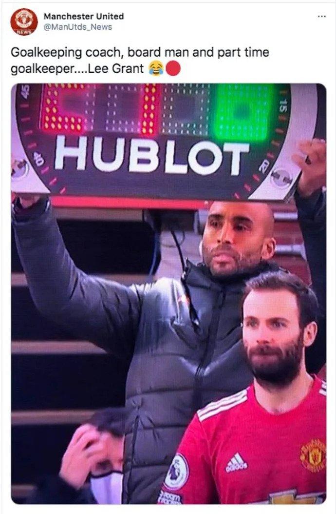 Thủ môn dự bị của Man Utd làm thay việc trọng tài - 4