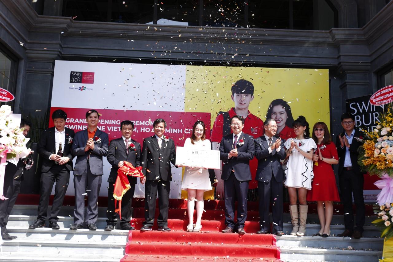 Sinh viên Việt Nam được học và nhận bằng tương đương với sinh viên tại Australia. Ảnh: Swinburne Việt Nam.