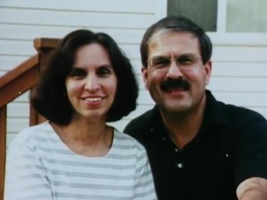 Gail Fulton (trái) cùng chồng George Fulton. Ảnh: Mugshots.