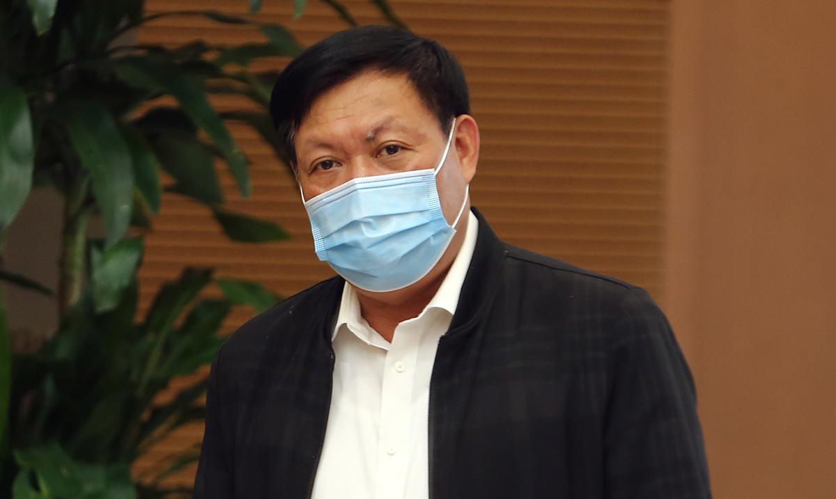 Thứ trưởng Bộ Y tế Đỗ Xuân Tuyên trả lời về kế hoạch tiêm chủng vaccine ngừa COVID-19 từ nguồn hỗ trợ của Giải pháp tiếp cận  vaccine phòng COVID-19 toàn cầu (COVAX Facility) dành cho Việt Nam. Ảnh: VGP