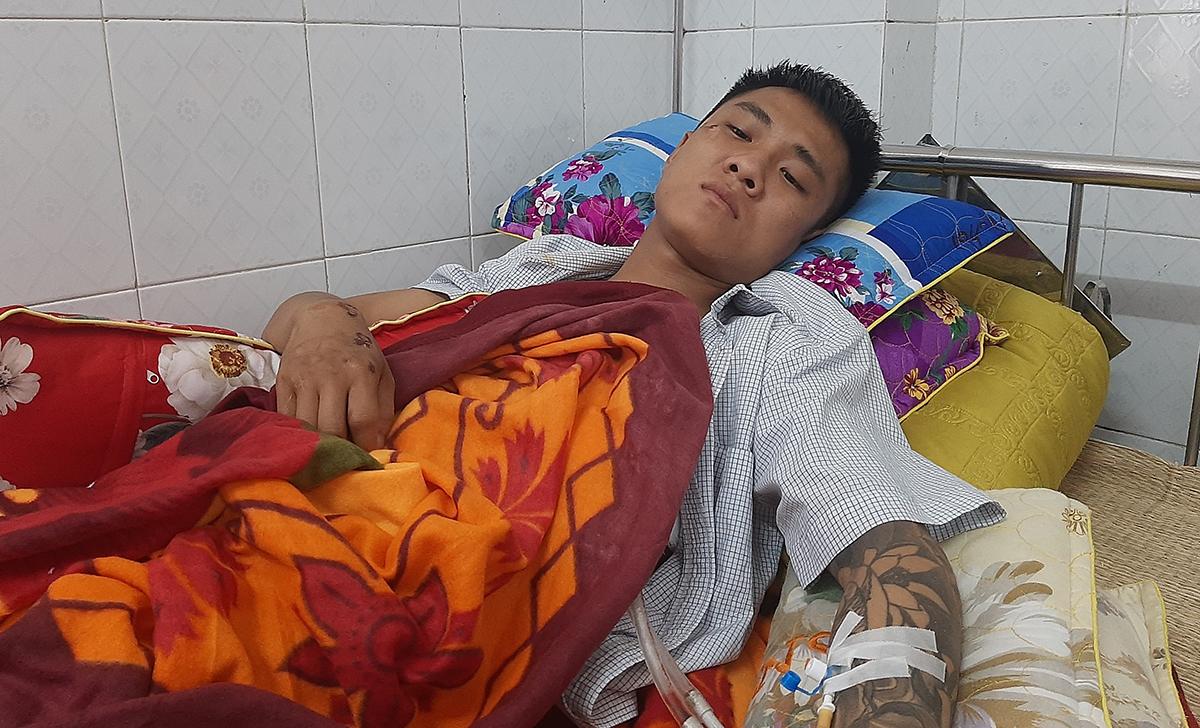 Nạn nhân điều trị tại bệnh viện. Ảnh: Lam Sơn.