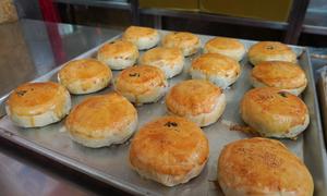 Tiệm bánh pía nóng bán hơn 70 năm ở Sài Gòn
