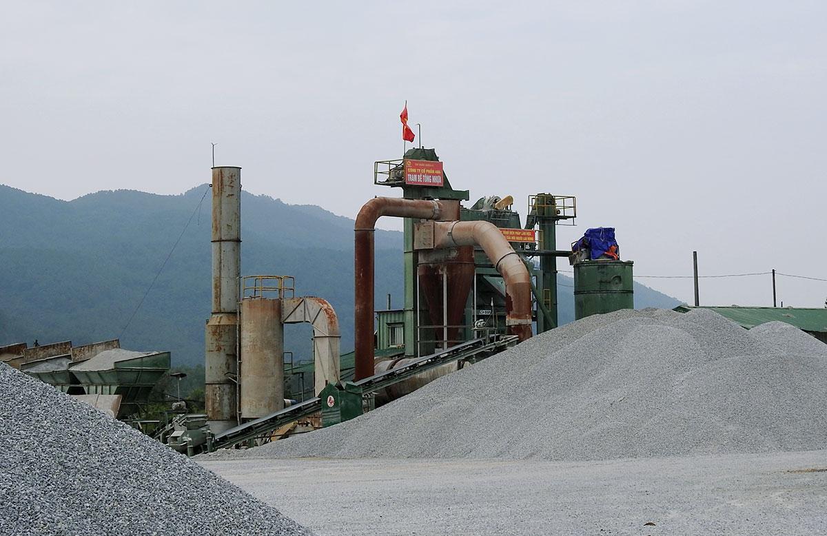 Trạm trộn bê tông của Công ty 484 ở phường Đậu Liêu, thị xã Hồng Lĩnh. Ảnh: Đức Hùng
