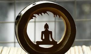 Khắc hình tượng Phật bằng mắt tre