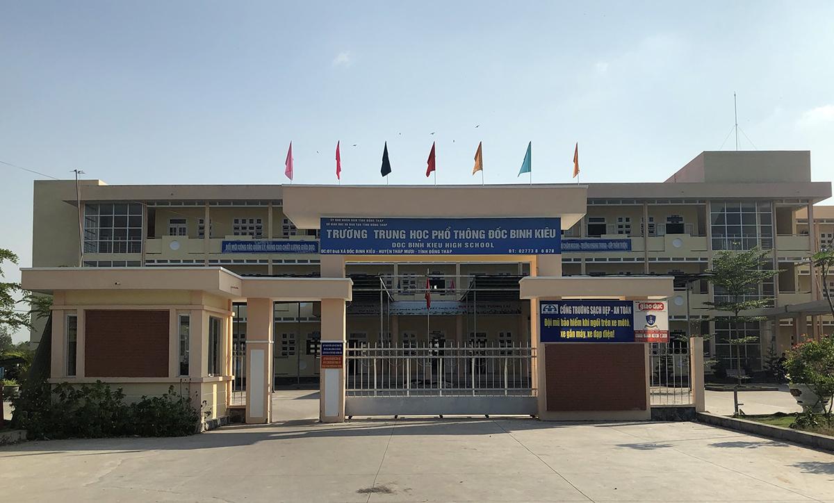 Trường THPT Đốc Binh Kiều ở huyện Tháp Mười. Ảnh: Hồng Ngự