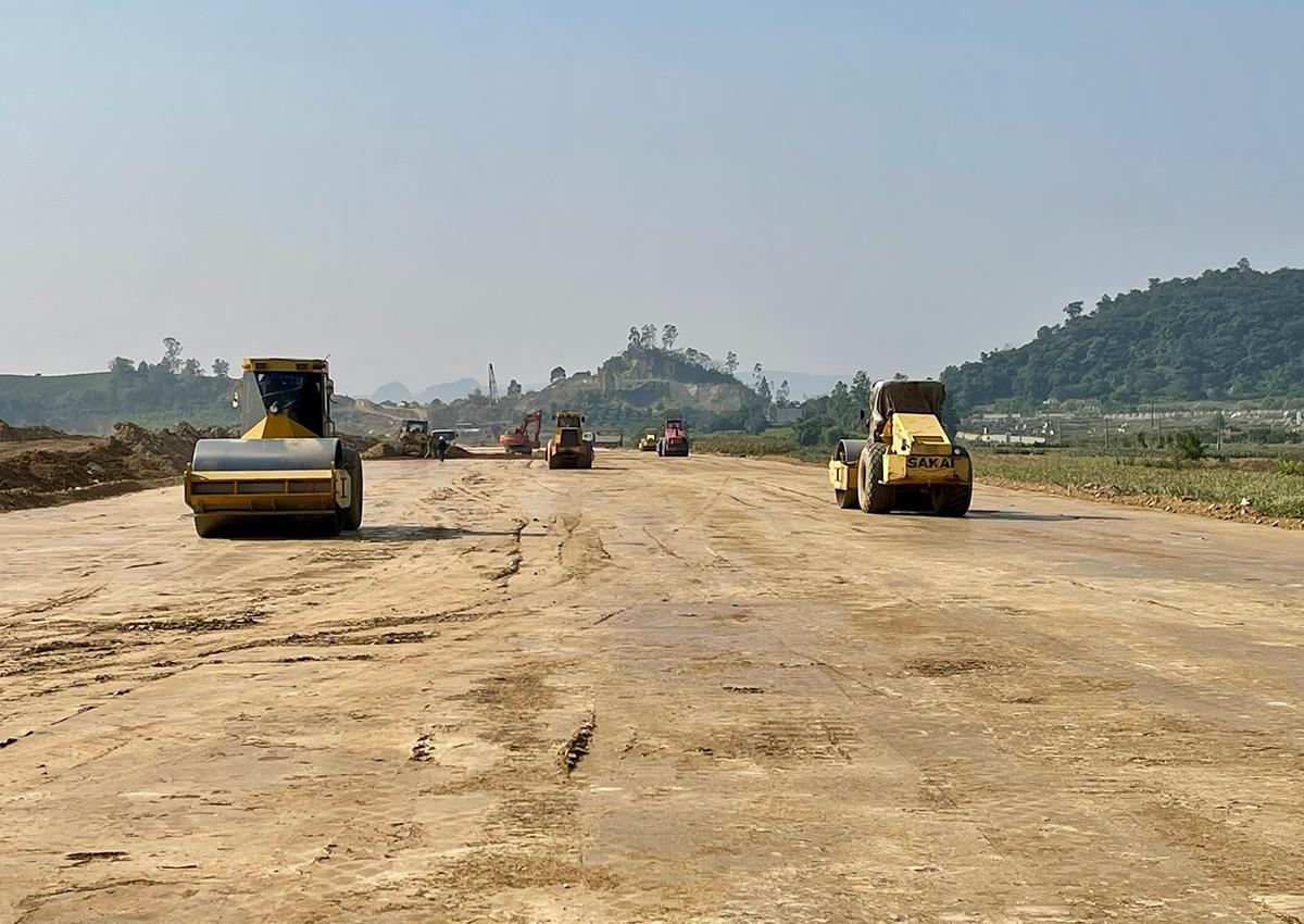 Cao tốc Mai Sơn - Quốc lộ 45 đang được thi công. Ảnh: Anh Duy