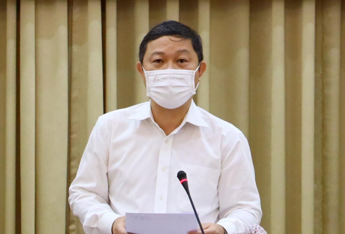 Phó chủ tịch UBND thành phố Dương Anh Đức phát biểu tại cuộc họp với Thường trực Chính phủ, sáng 24/2. Ảnh: Trung tâm Báo chí TP HCM.