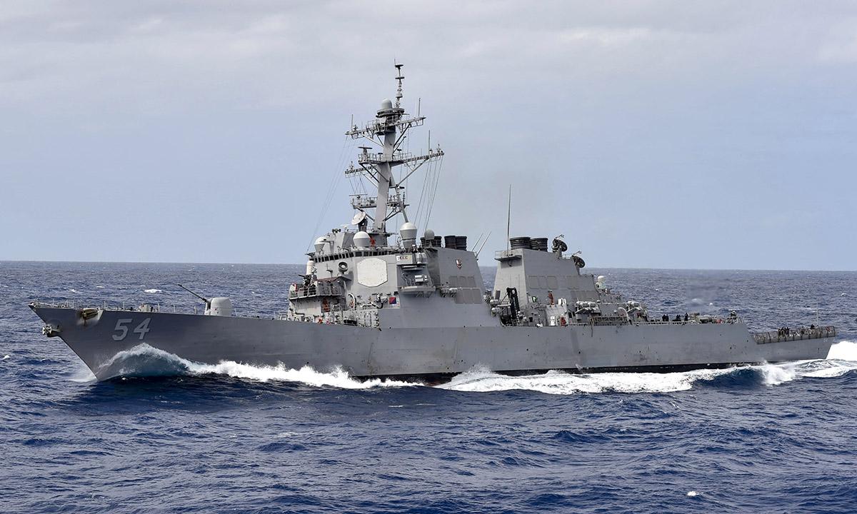 Khu trục hạm USS Curtis Wilbur diễn tập tại Biển Philippines, tháng 2/2018. Ảnh: US Navy.