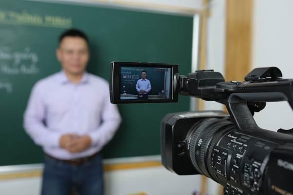 Muốn học trực tuyến hiệu quả, cần có sự đồng hành của phụ huynh, các cơ quan quản lý. Ảnh: HOCMAI.