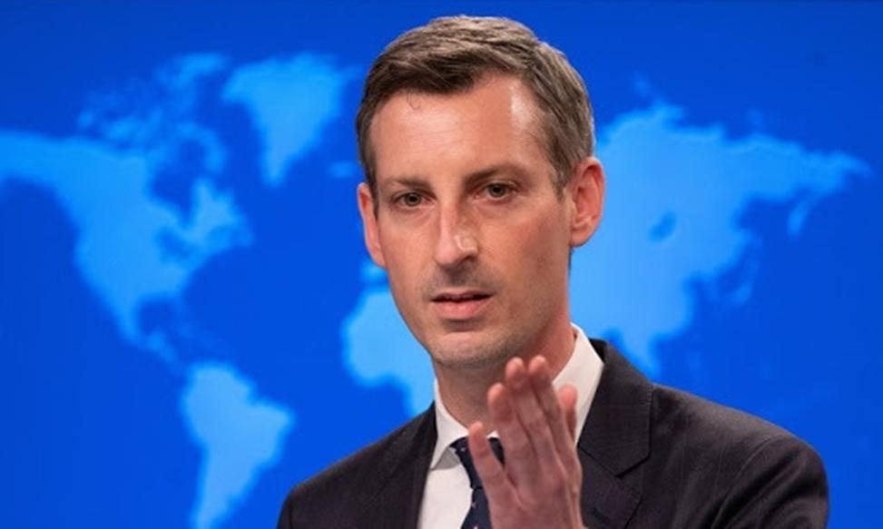Phát ngôn viên Bộ Ngoại giao Mỹ Ned Price trong cuộc họp báo ở Washington hôm 24/2. Ảnh: AP