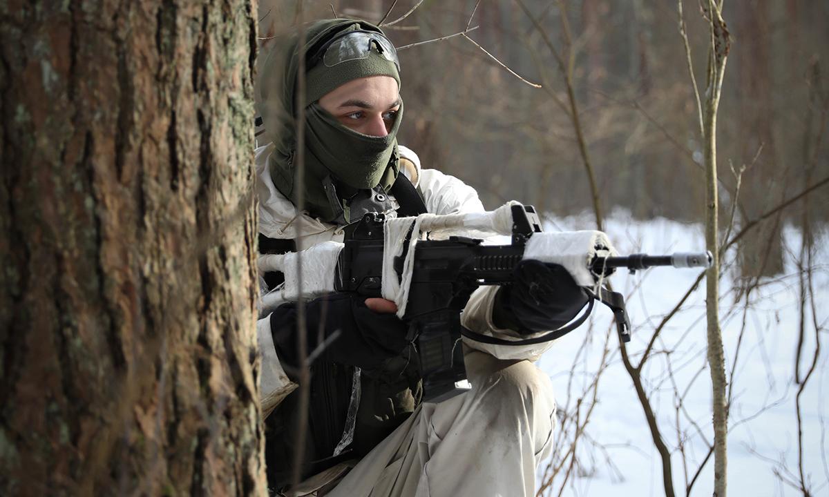 Binh sĩ Litva tham gia trận phục kích lính Mỹ tại một cánh rừng, ngày 21/2. Ảnh: US Army.