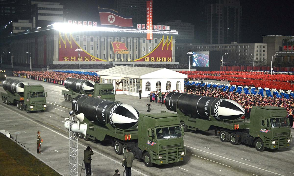 Tên lửa Pukguksong-5 của Triều Tiên trong lễ duyệt binh ở thủ đô Bình Nhưỡng, ngày 14/1. Ảnh: KCNA.