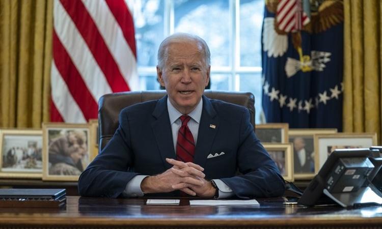 Tổng thống Mỹ Joe Biden tại Phòng Bầu dục, Nhà Trắng, ngày 28/1. Ảnh: AP.