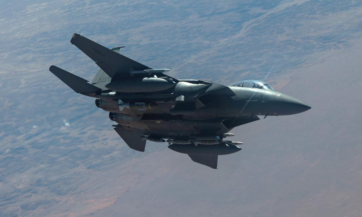 Tiêm kích F-15E Mỹ tuần tra tại Trung Đông hồi đầu tháng 2. Ảnh: USAF.
