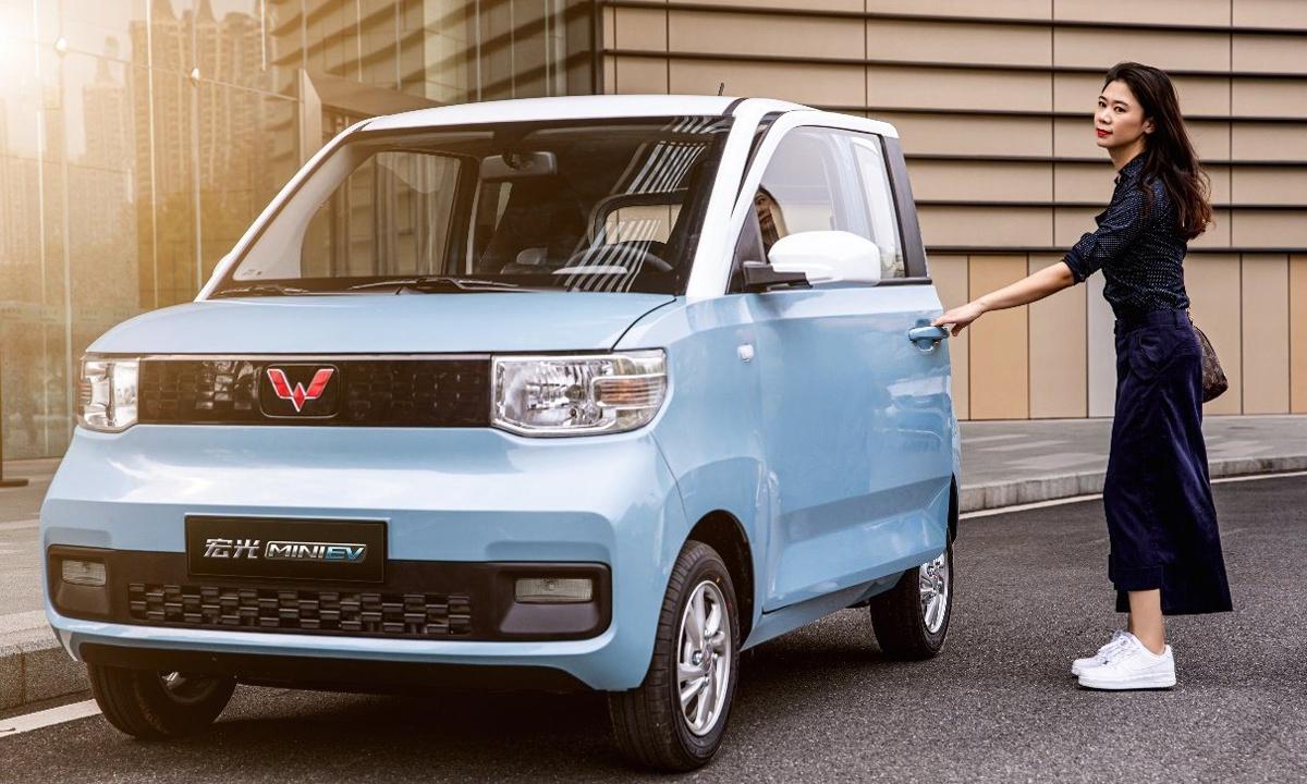 Hongguang Mini EV có ngoại hình hao hao dòng kei-car của Nhật, với kích thước nhỏ gọn. Ảnh: Wuling