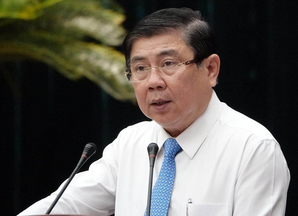 Chủ tịch UBND TP HCM Nguyễn Thành Phong phát biểu tại hội nghị đối thoại với chủ tịch UBND 312 phường, xã, thị trấn sáng nay. Ảnh: Trung Sơn.