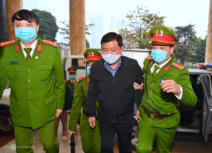 Bị cáo Đinh La Thăng đến toà trong sáng 22/1. Ảnh: Giang Huy.