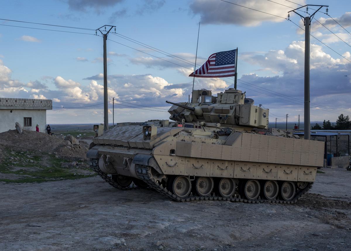 Thiết giáp Mỹ tuần tra ở Syria hôm 17/2. Ảnh: US Army.