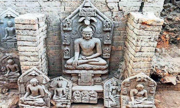 Những pho tượng khai quật ở bang Jharkhand. Ảnh: ASI.