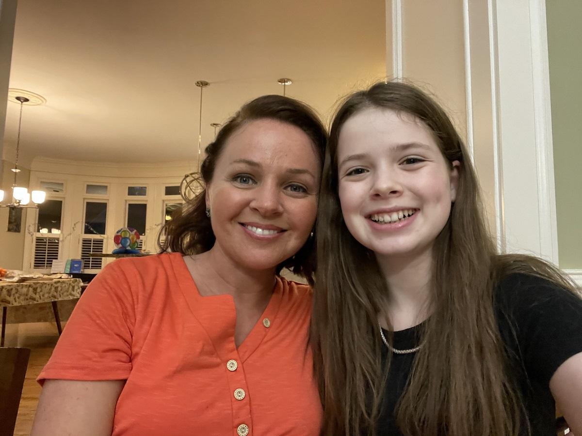 Alla Umanskly và con gái 13 tuổi của mình. Ảnh: Courtesy of Alla Umanskly