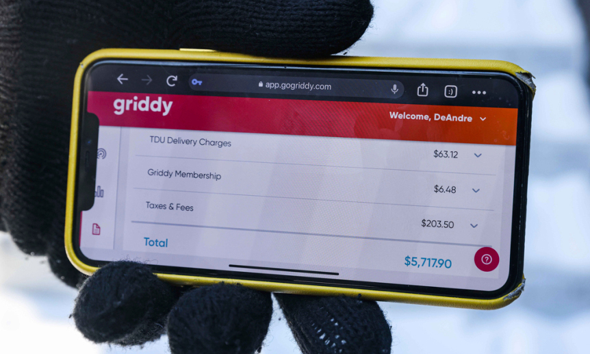 Hóa đơn tiền điện từ công ty Griddy của một cư dân thành phố Dallas, Texas, Mỹ, hôm 19/2, cho căn hộ rộng gần 84 m2. Ảnh: AP.
