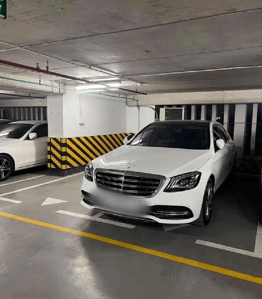 Mercedes đỗ sai vị trí.