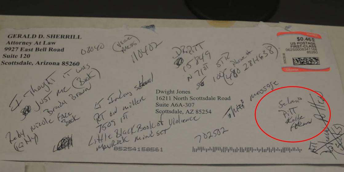 Phong bì nơi Dwight Jones ghi tên bốn mục tiêu. Ảnh: Arizona Central.