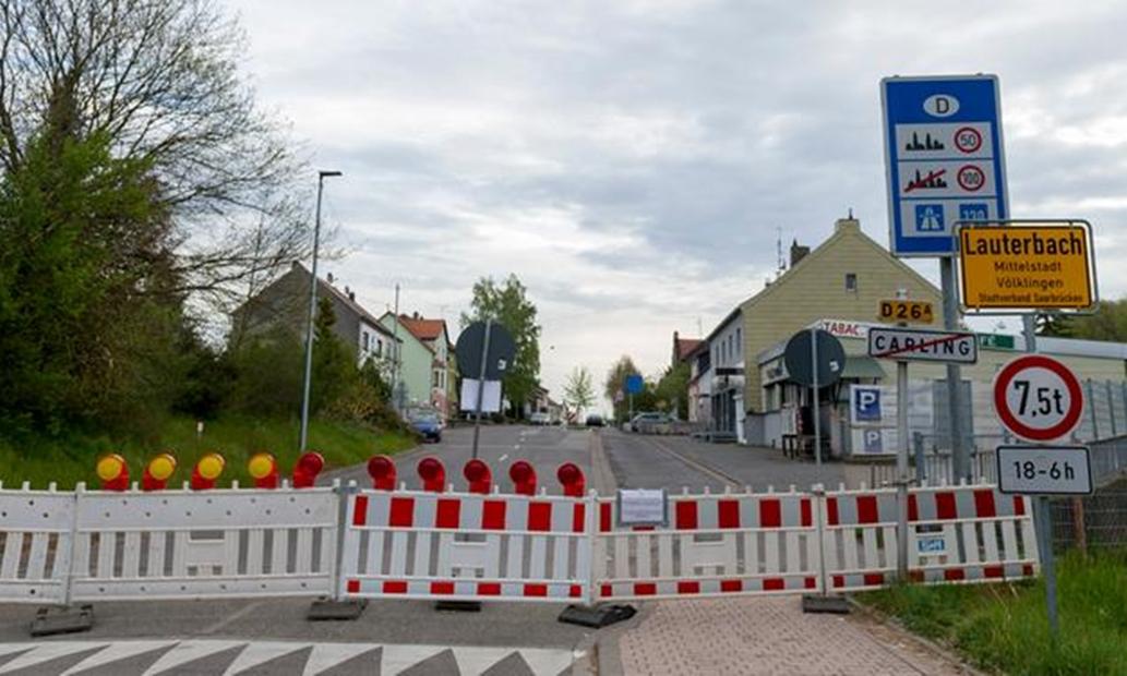 Rào chắn tại biên giới Pháp và Đức. Ảnh: AFP