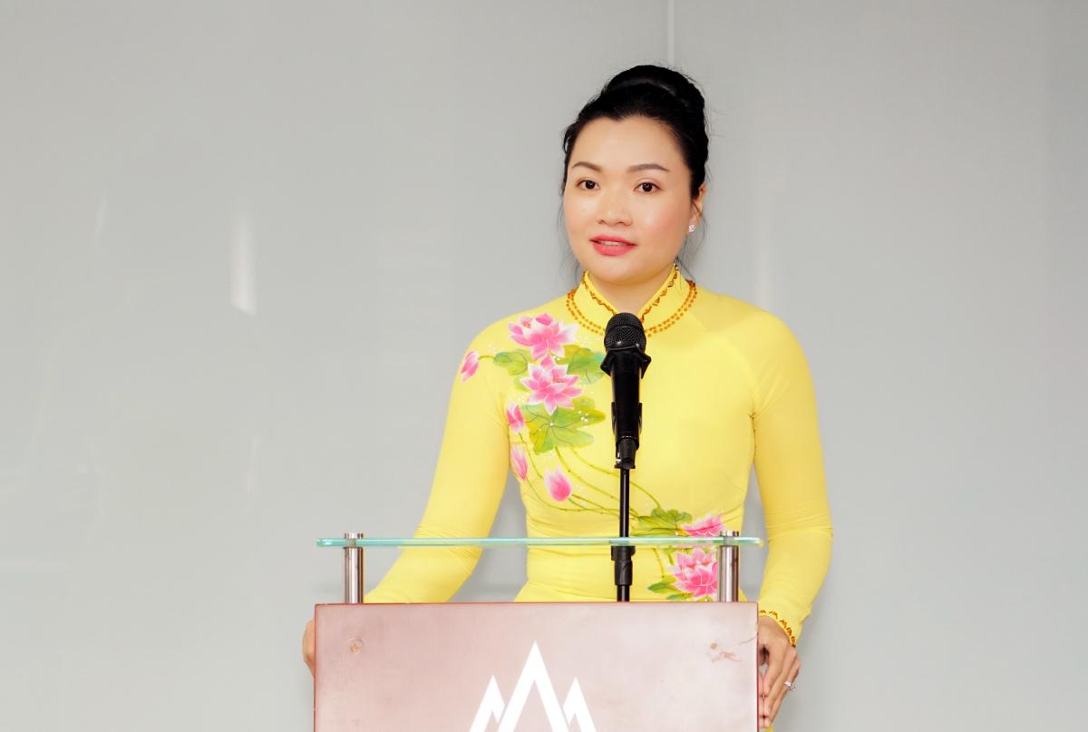 PGS TS Võ Thị Ngọc Thuý, quyền Hiệu trưởng Đại học Hoa Sen trong buổi công bố nhân sự sáng 1/3. Ảnh: Đại học Hoa Sen.