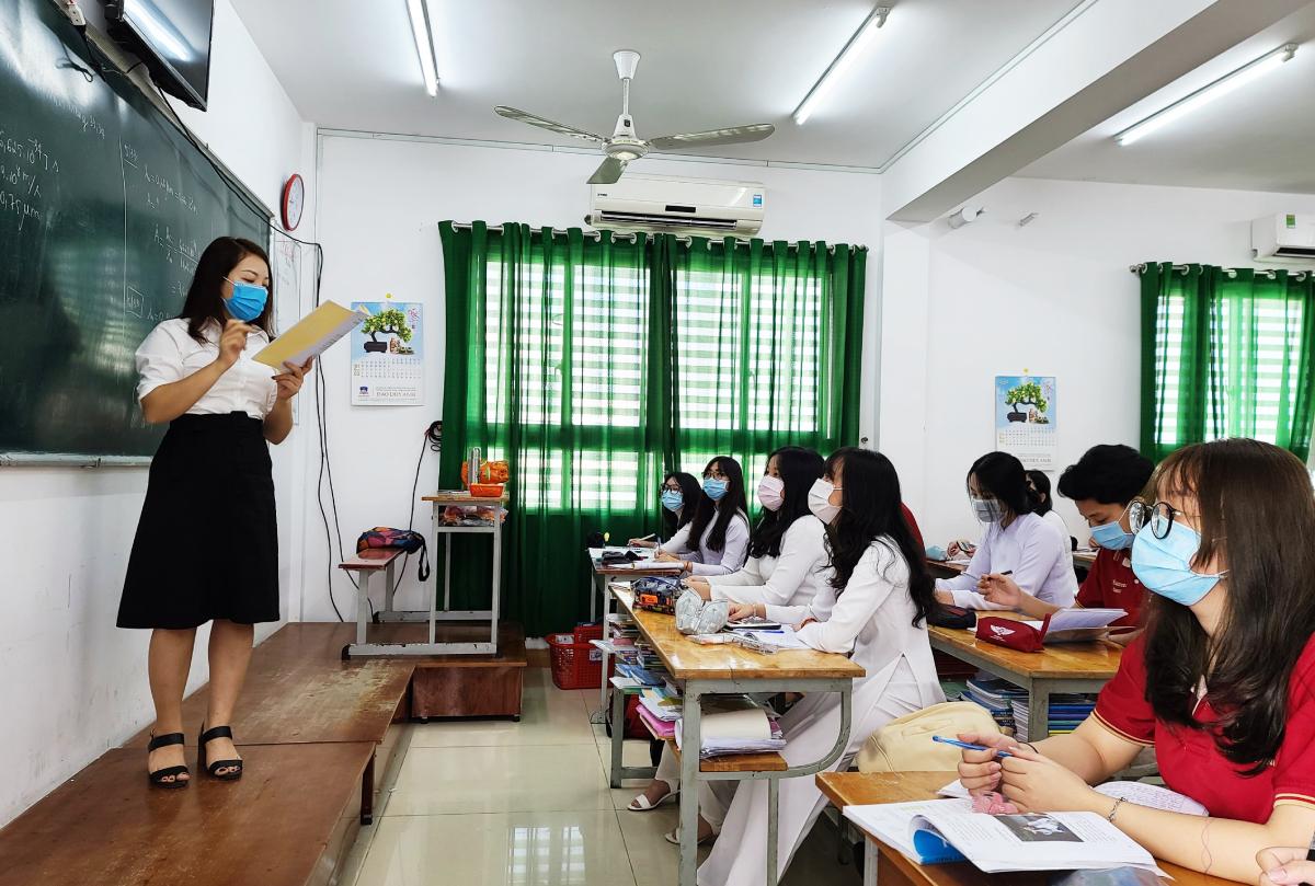 Học sinh lớp 12 trường THCS-THPT Đào Duy Anh trong buổi học sáng 1/3. Ảnh: Trần Minh.