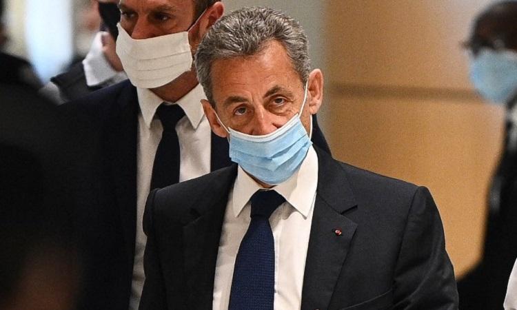 Sarkozy sau phiên tòa ngày 1/3. Ảnh: AFP.
