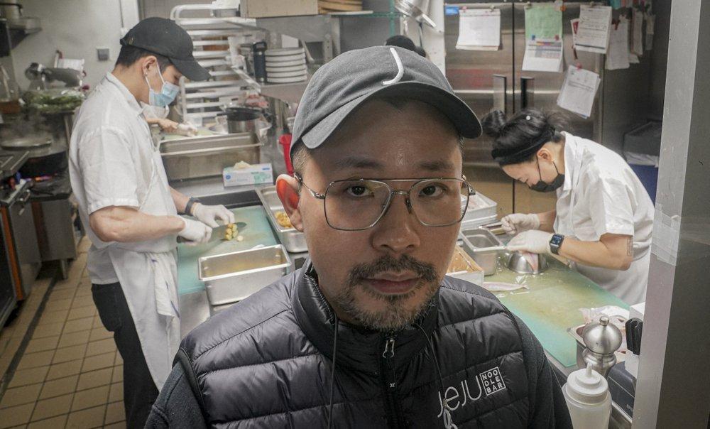 Douglas Kim trong nhà hàng của mình ở New York hôm 13/2. Ảnh: AFP